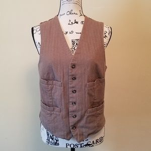 Man's tan button up vest. 4 pockets in front.